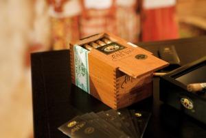 En låda goda Dannemann-cigarrer. (Bild från Centro Dannemanns hemsida.)